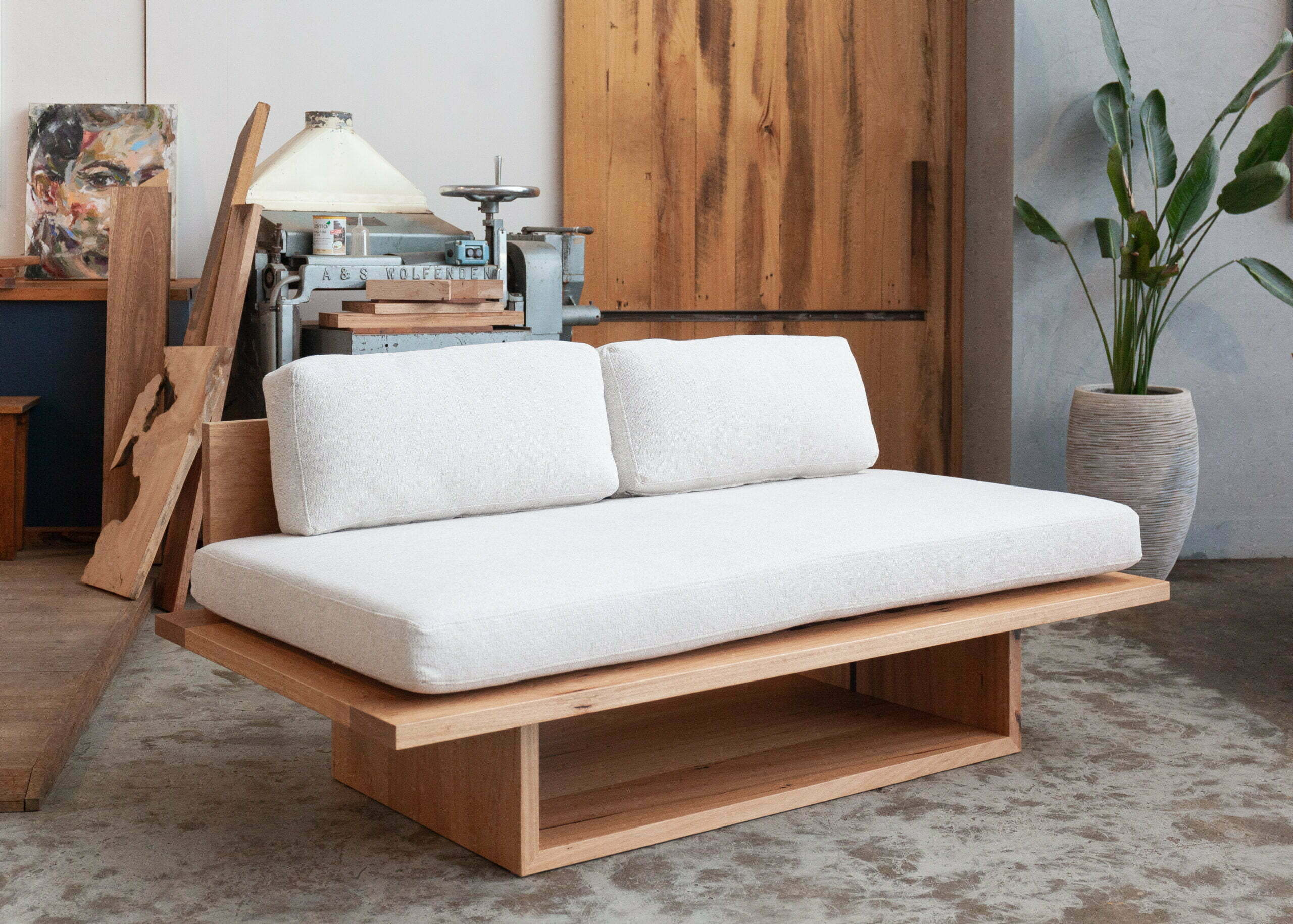 timber daybed